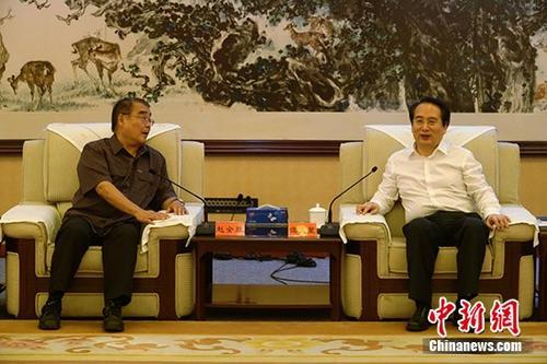 谭天星会见第十二届华人学者台湾问题研讨会专家