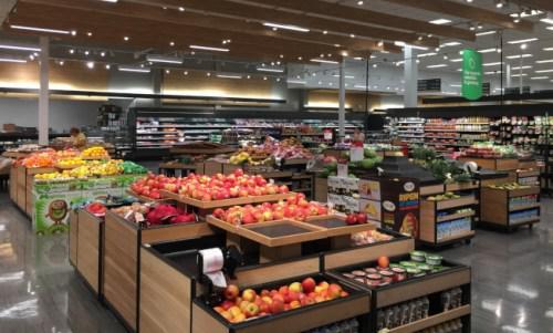 中佛州的目标商店内的鲜果蔬菜供应仍然充足。(美国《世界日报》/陈文迪 摄)