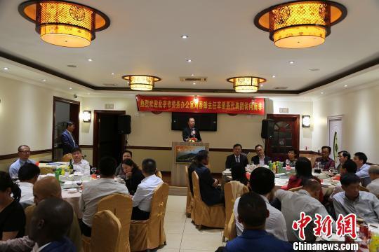北京市侨务办公室主任刘春锋率侨务代表团访问南非,受到了南非华人社区的热烈欢迎。 宋方灿 摄