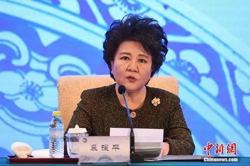 """""""海外华文教育与华侨华人社会相生相伴,相依相偎,在漫长而艰辛的发展历程中,形成了""""热爱中华文化、坚守精神家园、不畏艰苦、不计付出、砥砺前行""""的华文教育精神。"""""""