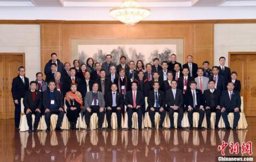 2月7日,中国国务院侨务办公室党组书记、副主任许又声在北京会见菲律宾菲华商联总会访华团。中新社记者 张勤 摄