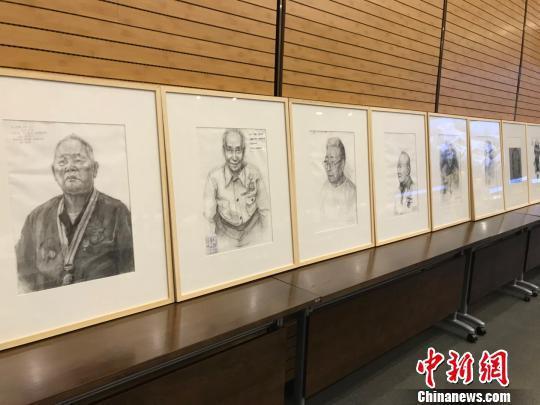 抗战老兵肖像画。 胡哲斐 摄