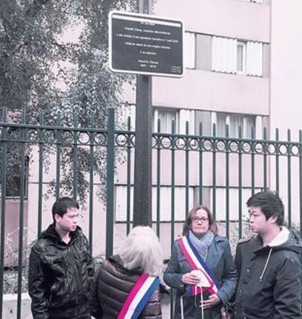 巴黎郊区欧拜赫维利埃市为被歹徒殴打致死的华人张朝林举行纪念牌揭幕仪式。(法国《欧洲时报》/孔帆 摄)