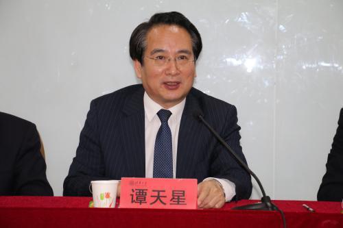 中央统战部副部长谭天星出席中国侨商投资企业协会专题研修班开班式并讲话。(图片来源:主办方供图)