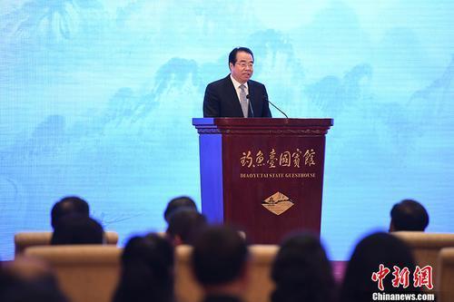 12月20日,第四届世界华文教育大会在北京闭幕。图为国务院侨务办公室党组书记、副主任许又声做大会总结。 中新社记者 崔楠 摄