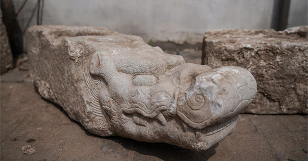 Older Summer Palace reclaims white marble relics