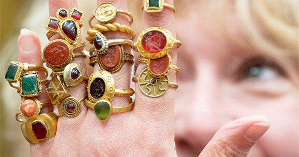 54 ancient rings expected to fetch up to 100,000 pound at auction