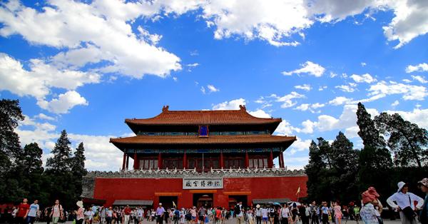 Beijing sees blue sky amid heat waves