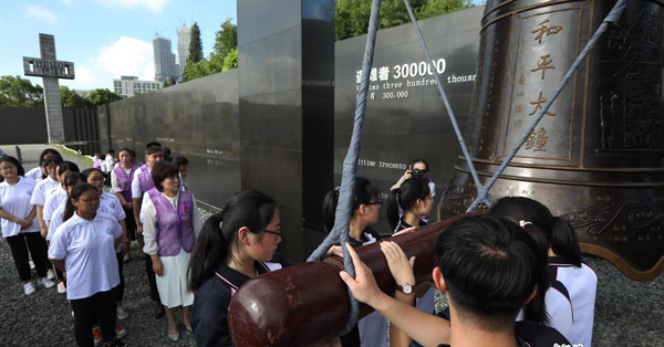 Bell rings for world peace at Nanjing Massacre museum