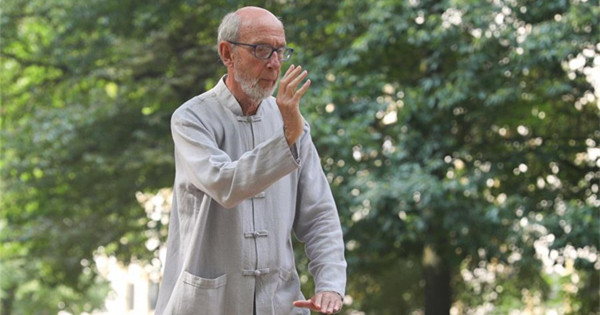 Free Chinese Tai Chi class attracts many local residents in Brussels, Belgium