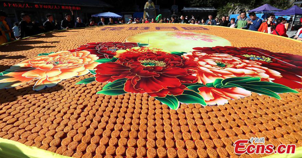 9,999 mooncakes spell out best wishes for Mid-Autumn Festival