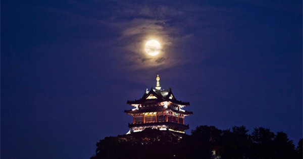 Full moon seen across China on Mid-Autumn Festival