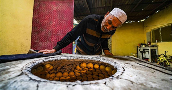 Pastry maker in China's Xinjiang