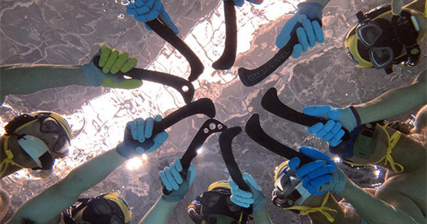 Underwater hockey making a splash