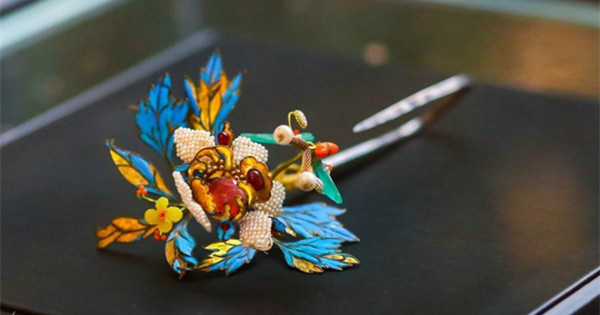 Exhibition shows elaborate art of inlaying feathers
