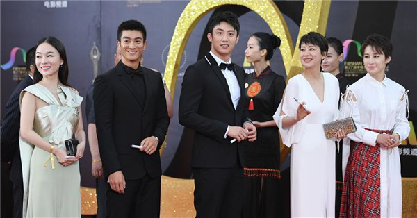 Stars attend red carpet ceremony of 27th China Golden Rooster & Hundred Flowers Film Festival
