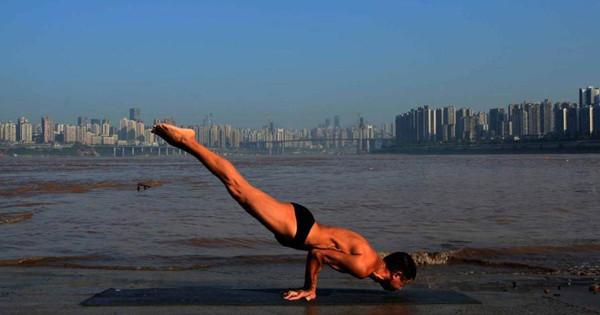 Yogic positions turn retiree into celebrity