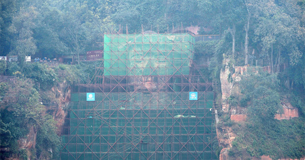Repairs for big Buddha