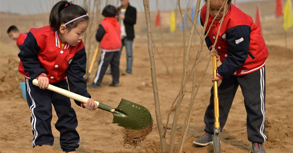 Students plant trees to mark Arbor Day in N China