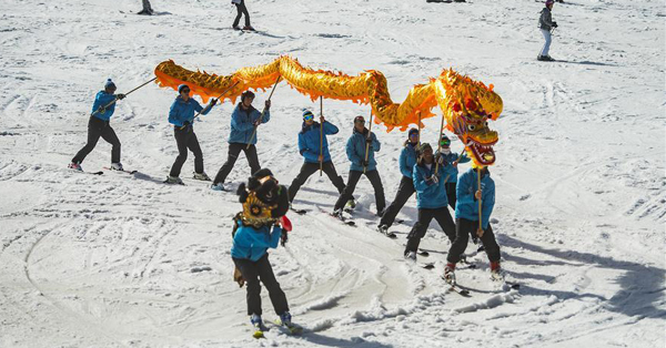 Skiers perform Chinese dragon with blessing for 2022 Beijing Winter Games