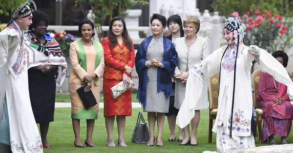 Peng Liyuan invites foreign leaders
