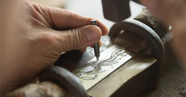 Pic story of intangible cultural heritage inheritor in Longquan Sword making