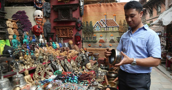 Nepali young man dedicated to learning, popularizing Chinese culture