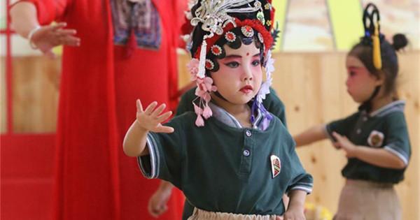 Kids dressed up to perform local opera in kindergarten in Hebei