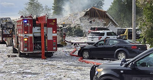 Maine building explosion leaves one  firefighter dead