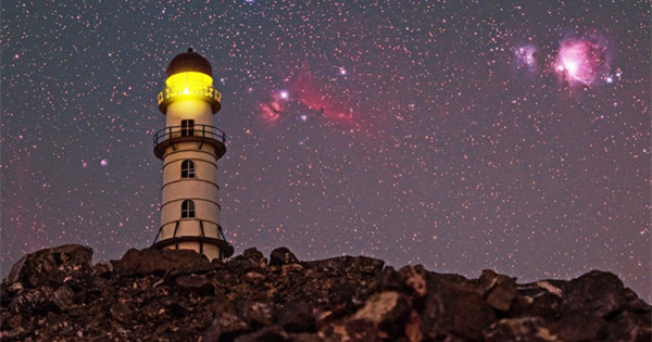 Photographer uses real milky way to create his convincing fake scenes