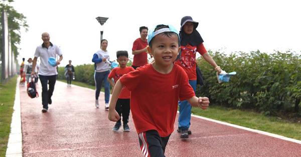 Parent-child mini marathon held in Nanning