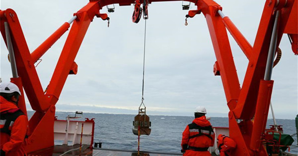 China's Antarctic expedition members explore Cosmonauts sea