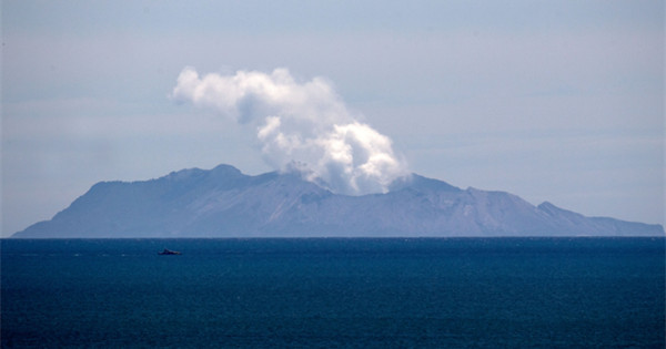 New Zealand volcano still too dangerous for rescue crews