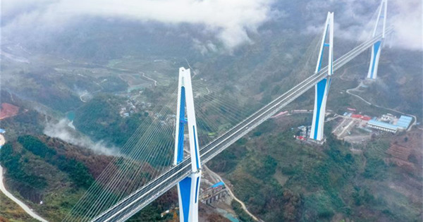 Mega bridge opens to traffic in southwest China