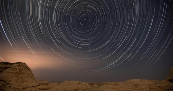 Spectacular starry night in Yuli, Xinjiang