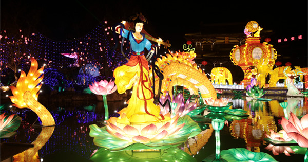 Colourful lanterns lights up Xi'an to celebrate upcoming Lunar New Year