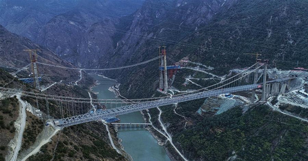 Tiger Leaping Gorge Jinsha River Bridge under construction