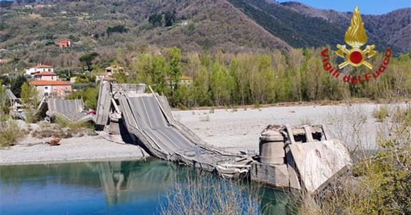 Road bridge in north Italy collapses