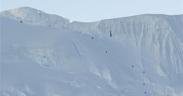 Mt. Qomolangma remeasuring team to work on route to peak