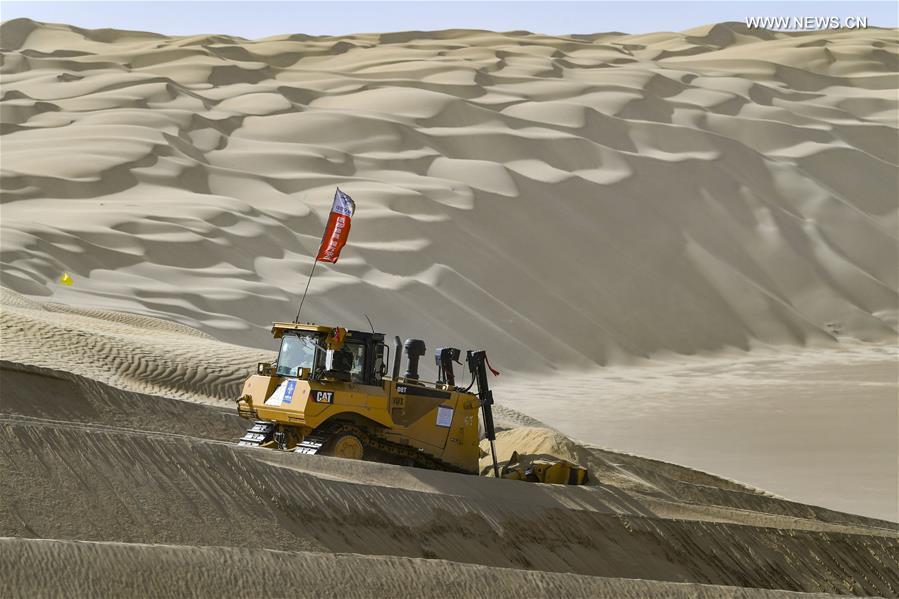 Construction of highway running through Taklimakan Desert enters final rush