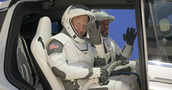 NASA astronauts rehearse for SpaceX Demo-2 launch day