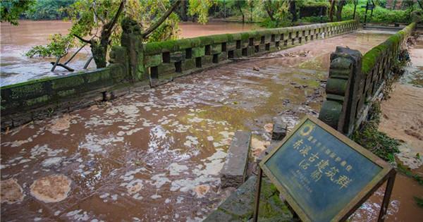 Thousands affected as heavy rains lash southwest China