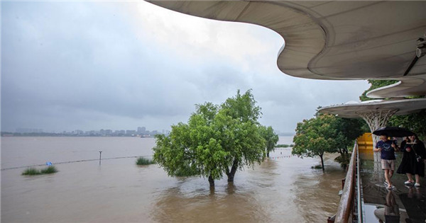 Flood peak passes through Yangtze River section in Nanjing