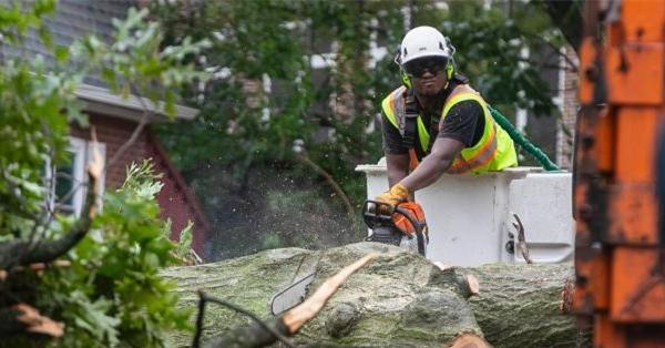 At least 4 killed as storm Isaias batters U.S. East Coast
