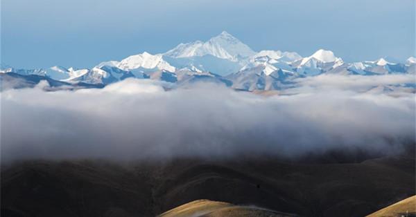 Scenery of Mount Qomolangma
