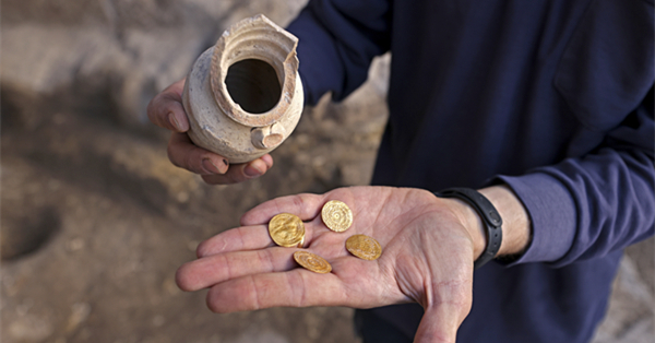 Israel discovers 1,000-year-old clay jar with gold coins
