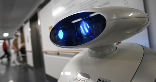 German robot helps with hospital cleaning