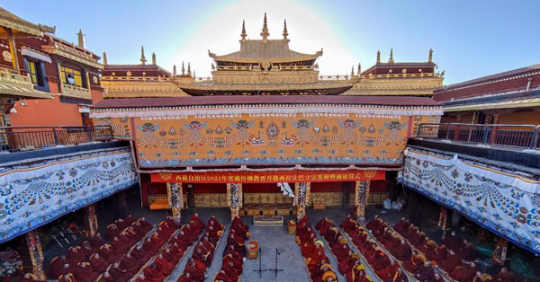 13 Tibetan monks receive Buddhism's highest degree