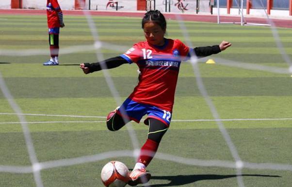 Female football team ignites Tibetan teenagers' dreams