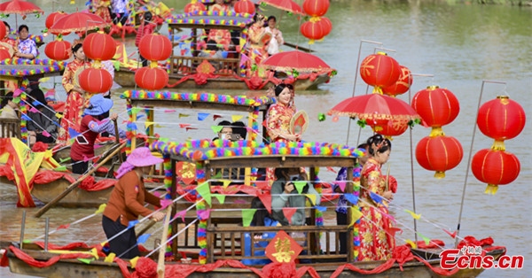 On-water group wedding held for 18 couples in Zhuhai